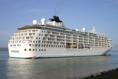 THE WORLD & S S VOYAGER Honfleur Aug 20th 2011 099.JPG