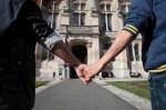si-l-union-des-homosexuels-semble-plutot-acceptee-la_954463_460x306.jpg