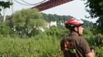 cycliste sous le pont de tancarville.JPG